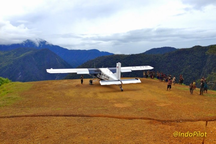Weawin airstrip, Papua (it's below where I've parked)