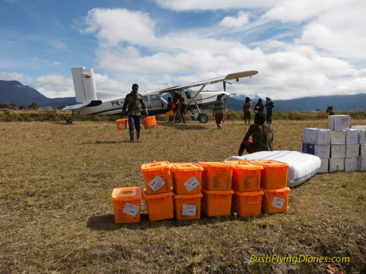 Aid flights to Agadugume, Papua