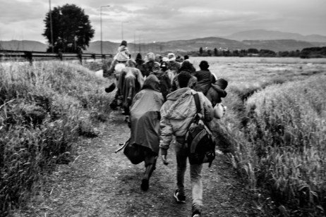 A group of about 6o Syrians, including women and children, on their way to the border between Greece and the Republic of North Macedonia. Evzoni, Greece 2015. © Matteo Bastianelli