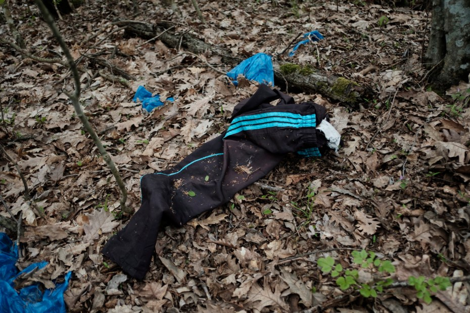 Personal belongings left in a forest, about 30 kilometers from the border with Turkey. Yasna Polyana, Bulgaria 2017. © Matteo Bastianelli