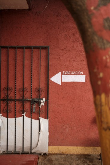 "An exit sign at the shelter of ""Casa del Buen Samaritano"", run by the Migrant Orientation Center of Oaxaca (COMI). After leaving this safe place, most of the migrants start a perilous journey hoping to get to USA, some decide to ask for asylum in Mexico, others to go back home. Oaxaca de Juarez, Mexico 2019. © Matteo Bastianelli"
