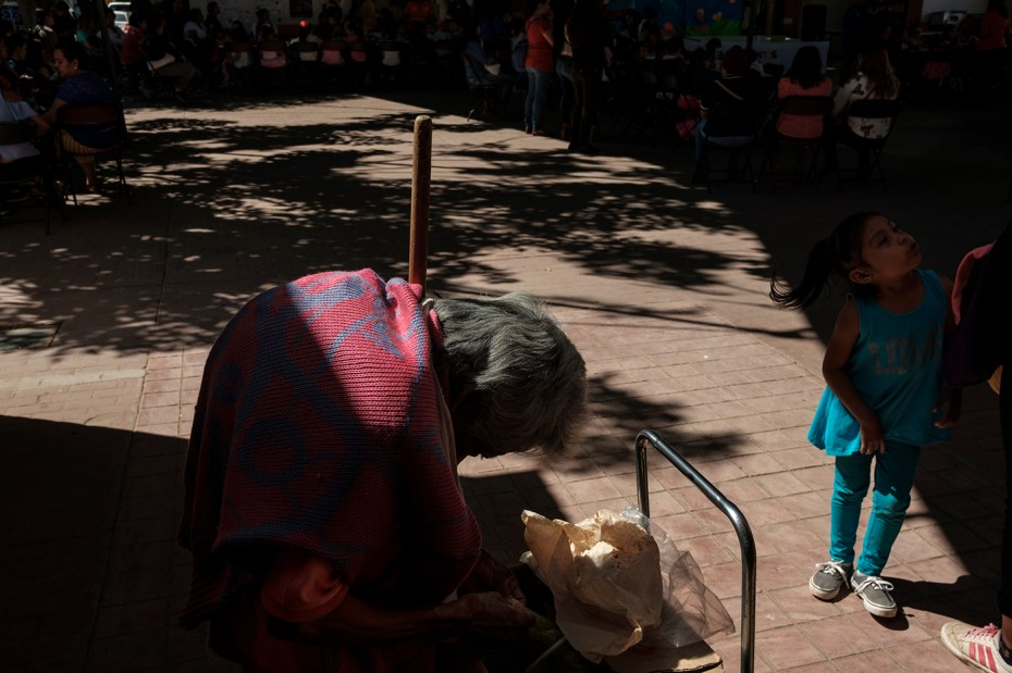 "An old lady is seen selling tacos in the town center during the first ""Festival of Reading for Peace and Inclusion"" organized by the NGO ""Consejo de Lectoescritura y Artes Creativas"" (CLEAC). Supported by an international project promoted by the AVSI foundation and financed by the EU, local NGOs are trying to change their future. San Jacinto Amilpas, Mexico 2019. © Matteo Bastianelli"