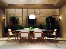 Le novità ZIDIZ 2014: tavolo ZDZ220, con attorno le sedie (già in collezione) ZDZ55. Le lampade a parete sono le Dome Wall, la piantana è la 60T.
