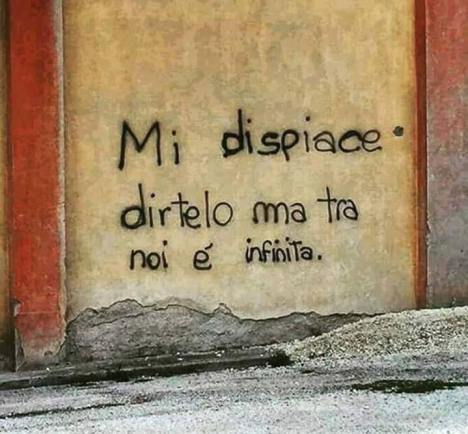 Frase su un muro di città