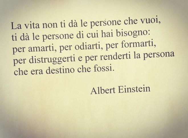 La vita dà le persone di cui abbiamo bisogno - Albert Einstein