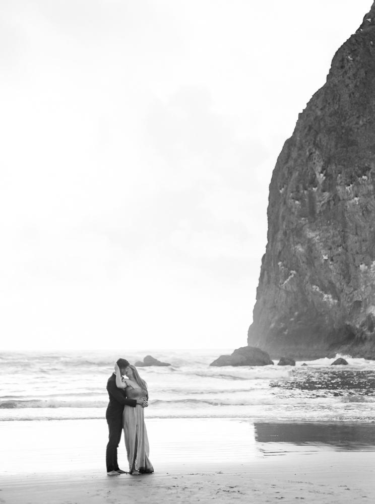 matt-erickson-photography-cannon-beach-enagement-photos-38.jpg