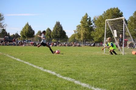 Helen's soccer, Ali's pics, boys visit 148