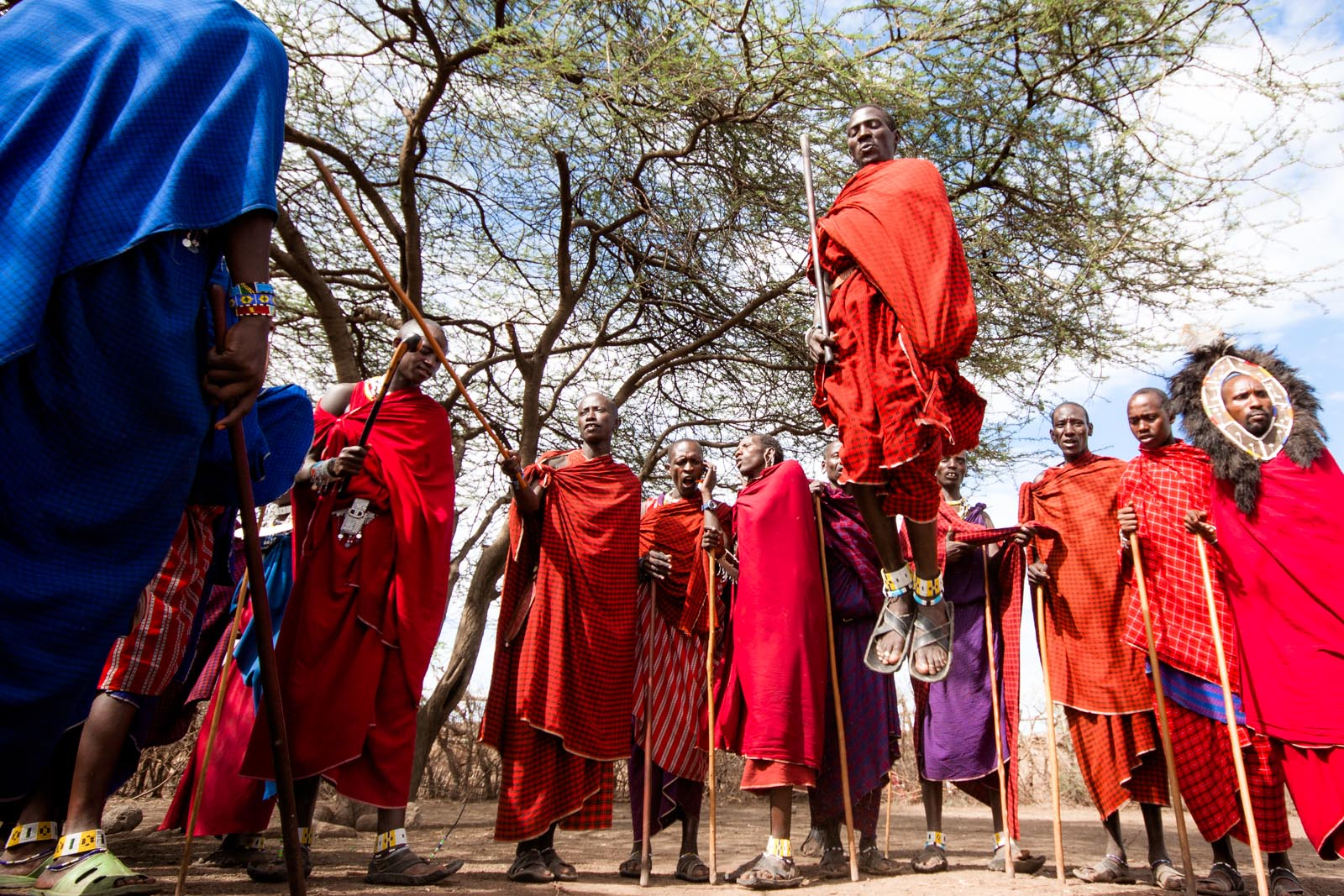 Maasai-warriors-jumping