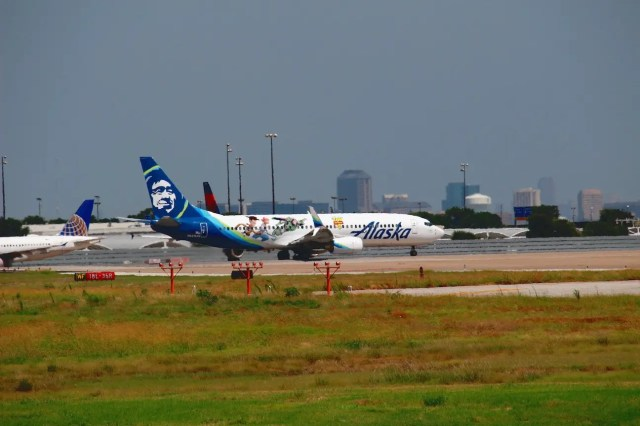 Alaska 737 painted in a Toy Story 4 livery.