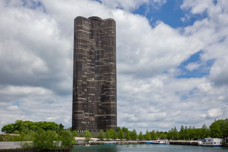 Lake Point Tower in Chicago
