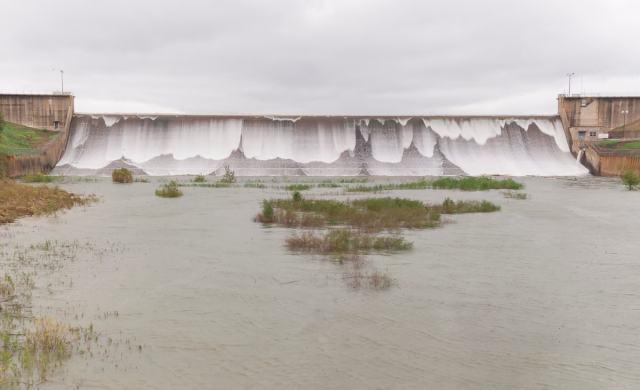Water flowing over the Iron Bridge Dam