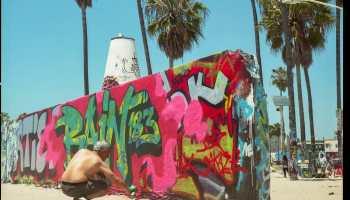 A street artist at Venice Beach