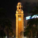 Der Uhrenturm misst 44 Meter und ist gekrönt von einem sieben Meter hohen Blitzableiter.