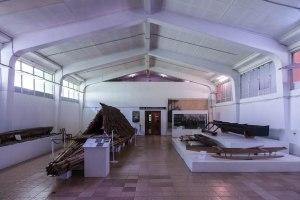Im Fischi-Museum gibt es einige traditionell gefertigte Kanus zu sehen. Auf allen Fidschi-Inseln leben insgesamt aber wohl nur noch 30 bis 40 Personen, die über die Fähigkeiten und die nötige Erfahrung zum Bau von traditionellen Kanus verfügen.