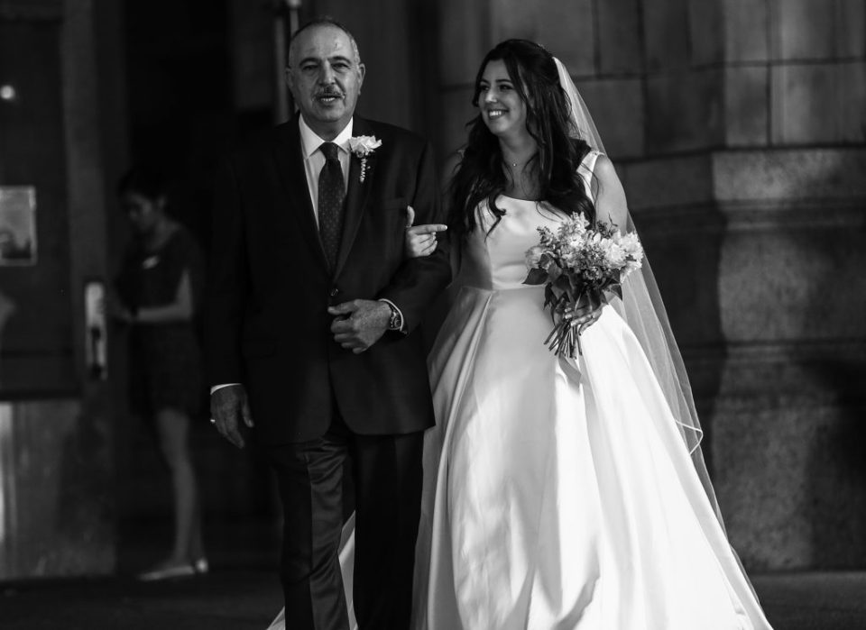 Father walks bride down the aisle at Pittsburgh wedding in the Rotunda of the Pennsylvanian Apartments
