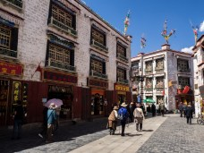 The circuit around Jokhang Temple