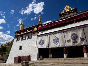 One of the many assembly halls of Sera Monastery