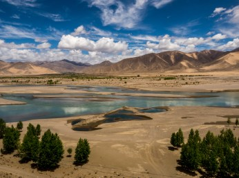The beautiful Yarlung Tsangpo river en route to Shigatse