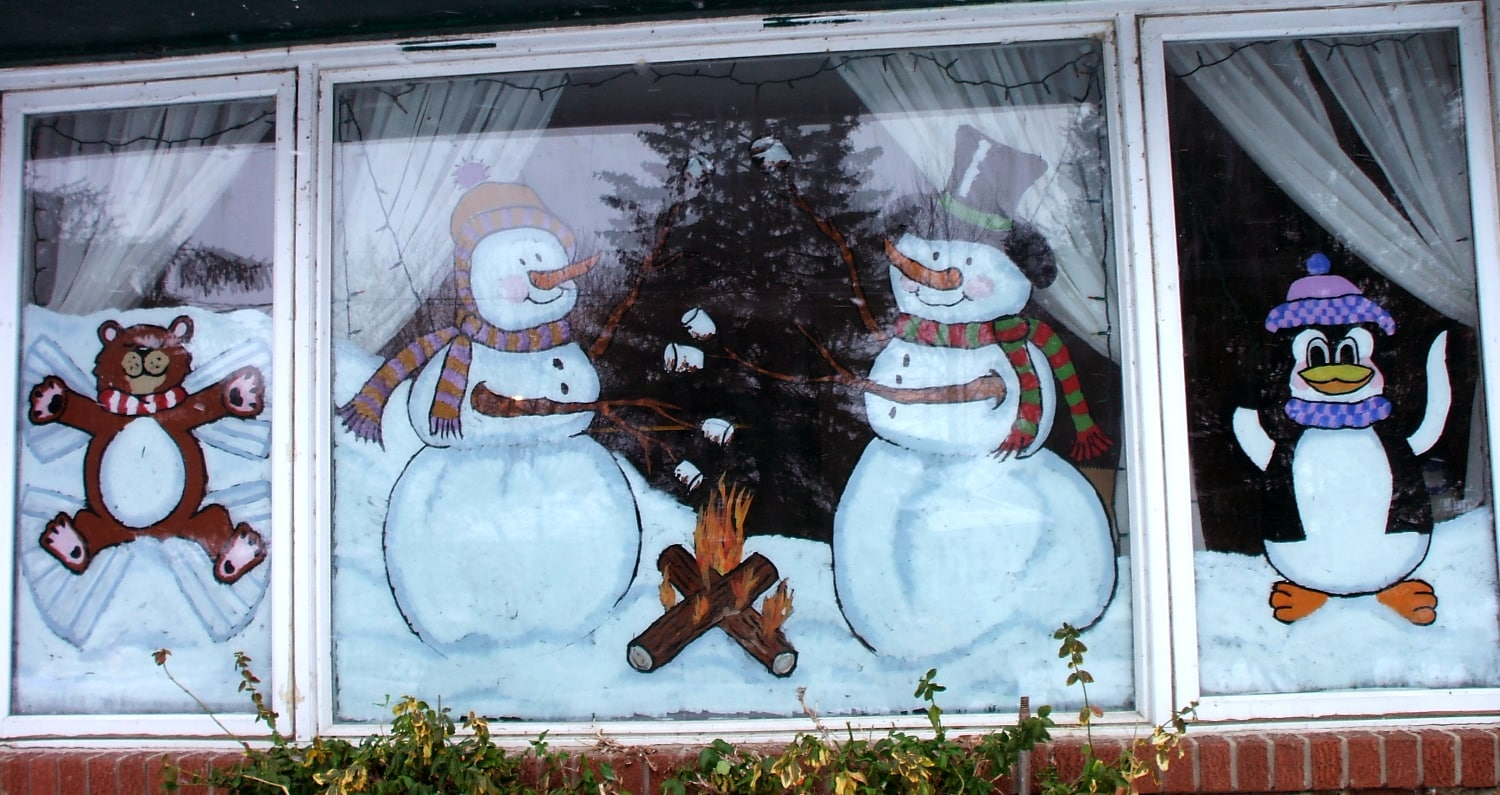 What Kind of Paint Should I Use for Holiday Window