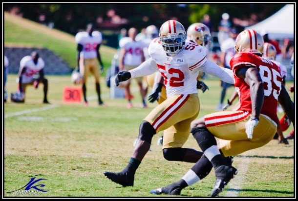 Patrick Willis and Vernon Davis mirror images? Easily. Photo by Jason Ku.