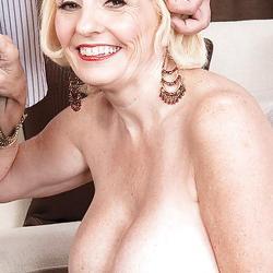 Missy Thompson, geile 50+ film met enorme grote borsten