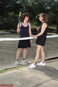Tennisvriendinnen vinden elkaar lief