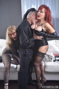 Twee mature pornosterren in geile lingerie