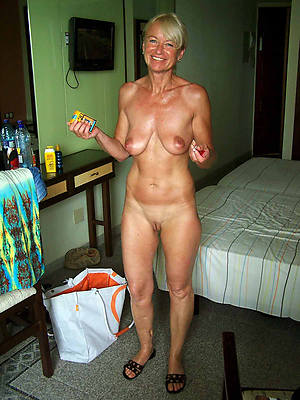 Amateur wife nude in bathroom