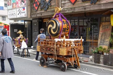 曳き太鼓は山車と呼ばれます