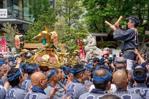 神前の金澤町会神輿
