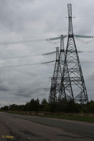 power lines designed to transfer electricity but now they are not transmitting anything