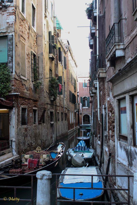 crowded waterways at Venecia
