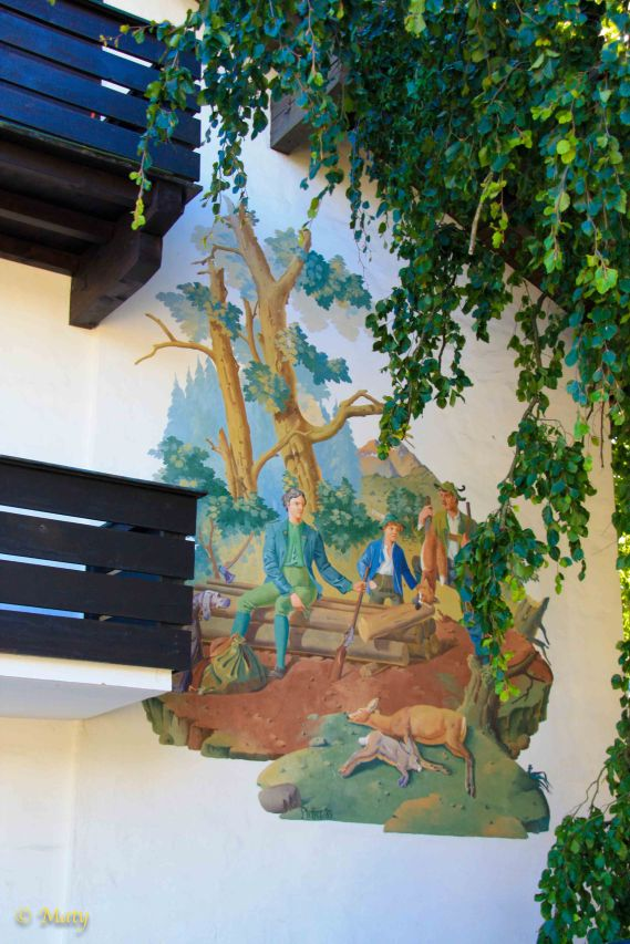 This guest house is decorated with the hunting scene