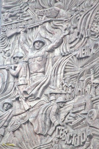 Details of the main monument - epic battles and heroism of Soviet Soldiers