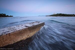 Wellen-Leuchtturm-Illa-d'Alcanada-Steg