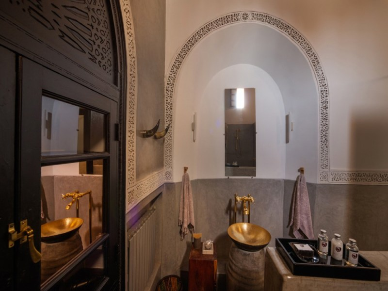 Bathroom-Riad-72-Maud-interiors