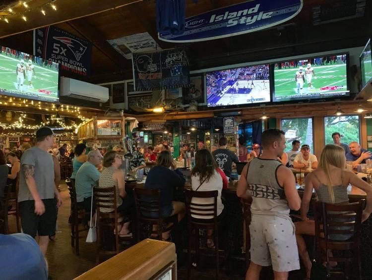 maui sports bar - moose mcgillycuddys kihei - maui happy hour