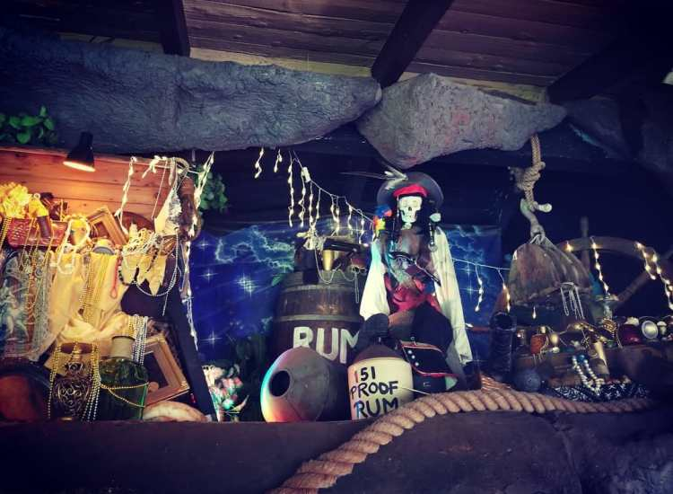Pirate decorations at Captain Jacks Maui happy Hour
