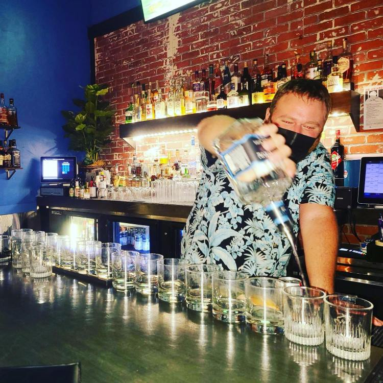 Maui bartender Bo Yackley pouring drinks while wearing his mask