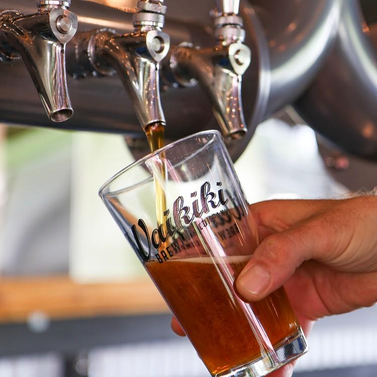 Happy-Hour-Waikiki-Brewing-Wailea-Maui-HI
