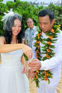 Barefoot Maui Wedding Romantic - Cheap