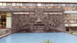 Fuente con forma de máscara de Tlaloc. Fachada Norte de la Biblioteca Central de la UNAM