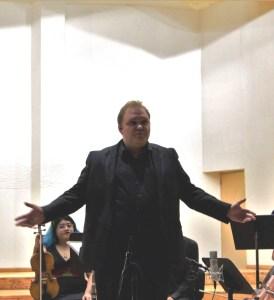 Vladimir Sagaydo, director del Colectivo Musas Divus Trinus durante el recital para orquesta de cuerdas BarrocoN-Tempo