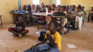 عاجل مدير مدرسة يطلب من اباء التلاميذ المساهمة في بناء امبار لتدريس ابنائهم