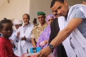 بدر ولد عبد العزيز يتوعد مدير صوملك ويطالب بالتحقيق في اتهامات والده باختلاس الكهرباء