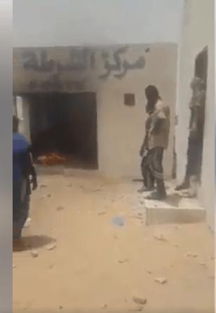 عاجل الشامي:متظاهرون يشعلون النار في مركز للشرطة