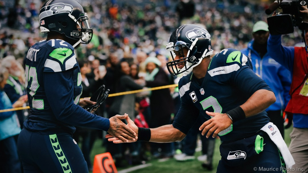 Russel Wilson shakes hands with Michael Bennett