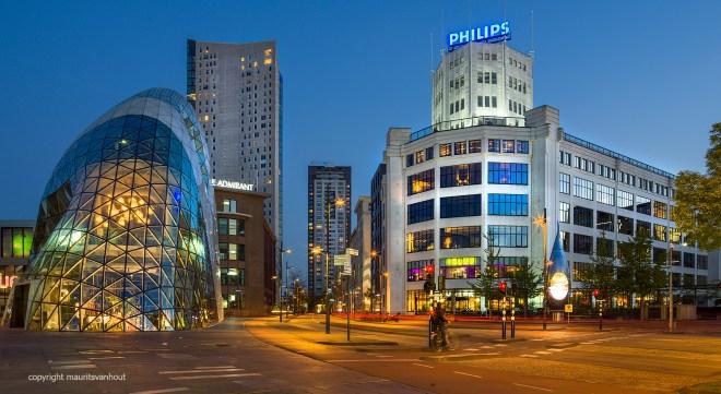Eindhoven, Blob, Admirant,Regent en Philips Lichttoren in de avond.