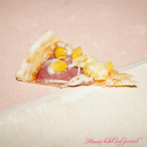 Pizzastück gebacken auf Pizzastein24