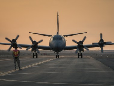 Air Task Force – Iraq (ATF-I) marshals a CP-140 Aurora (Photo: Op Impact, DND)